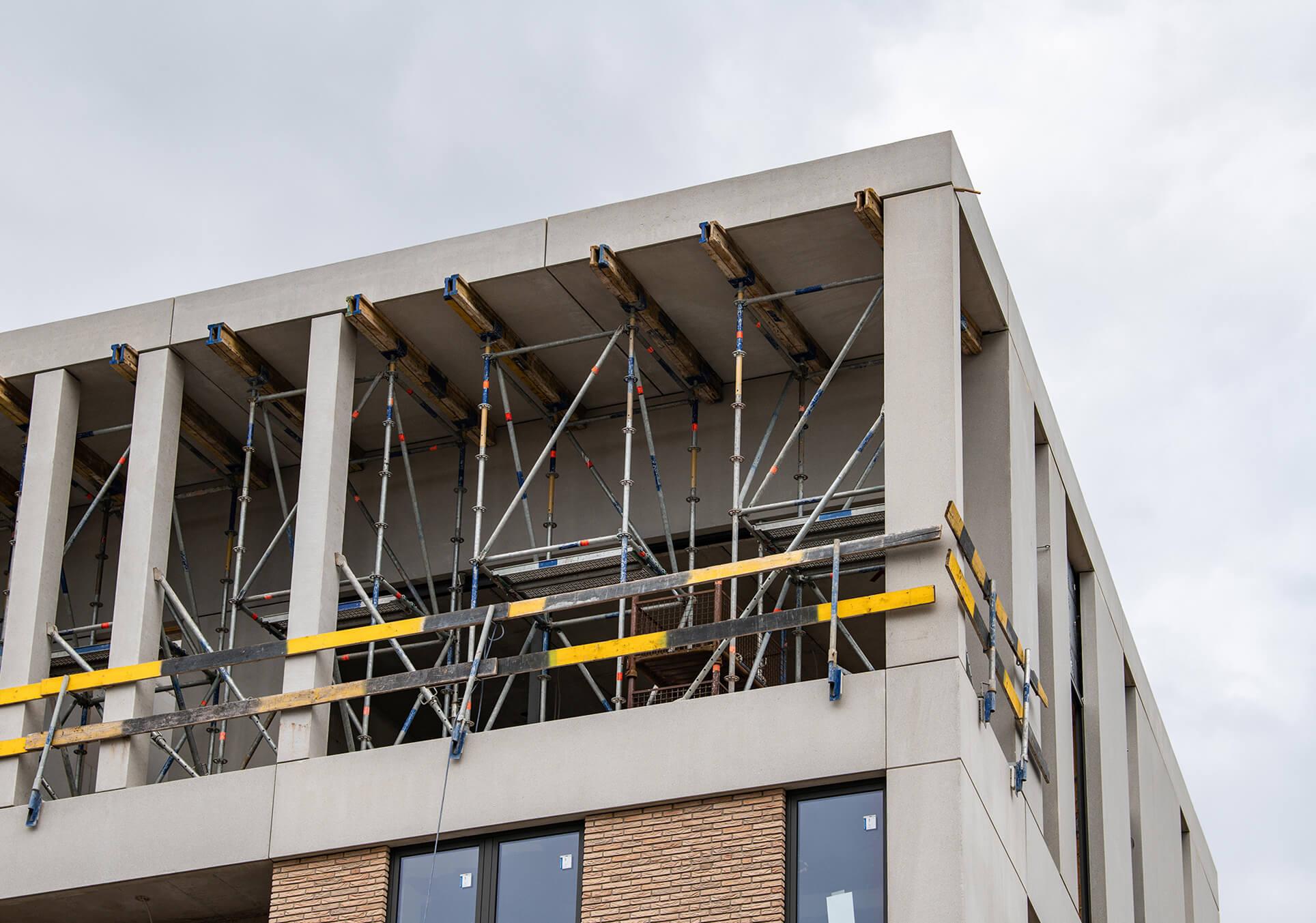 beeld - betonnen terrassen als kers op de taart